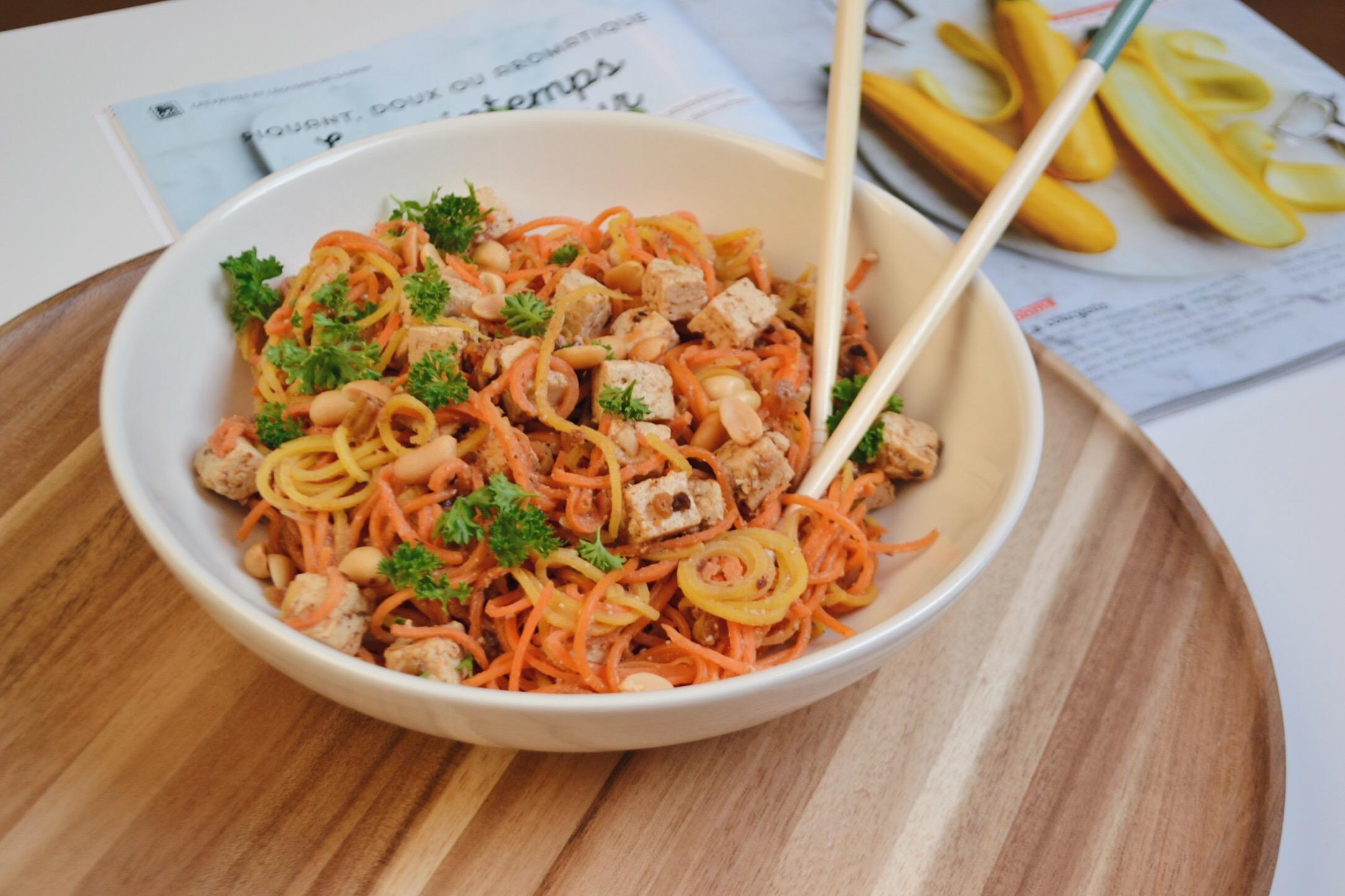 Spaghettis de légumes et sauce aux arachides