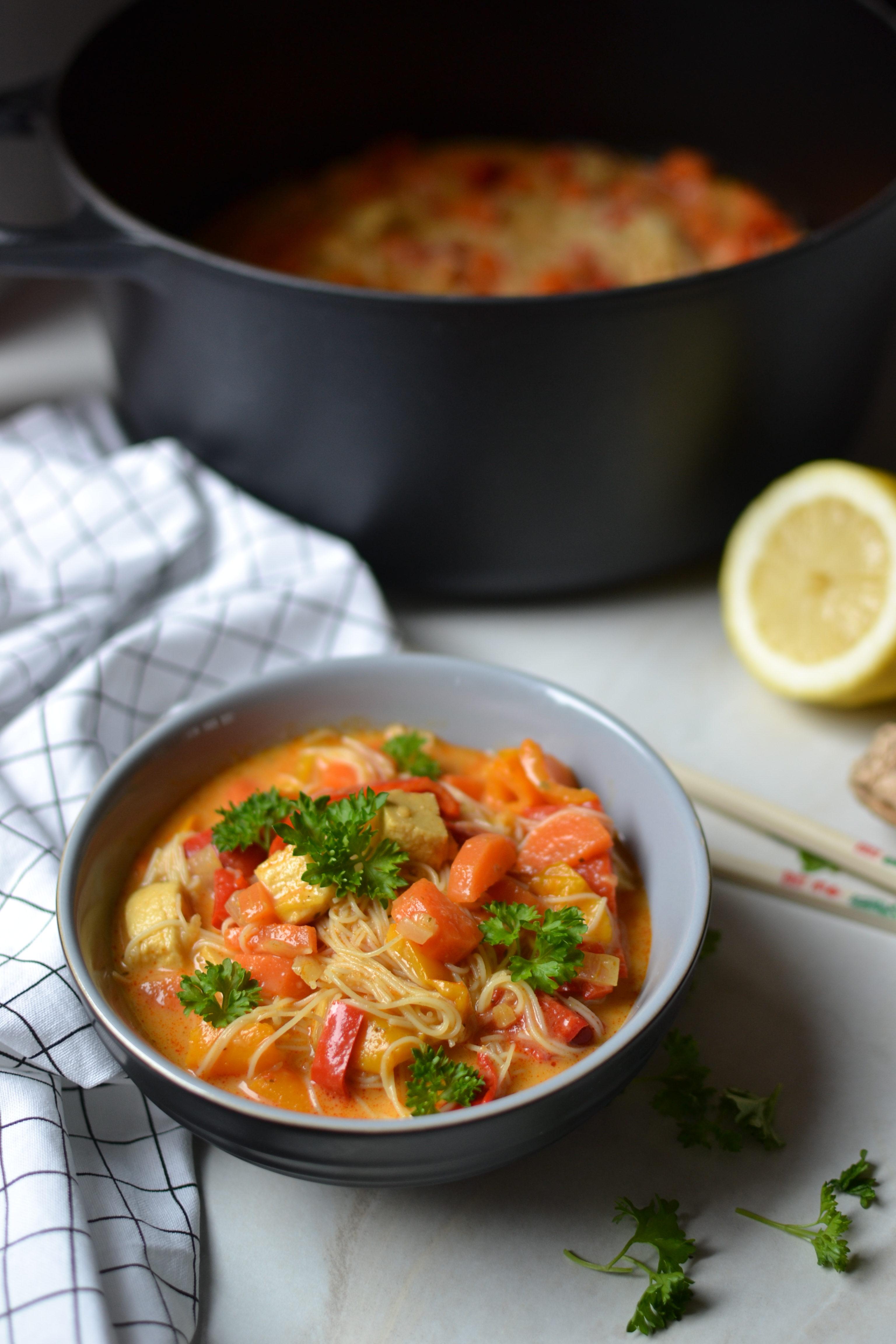 Curry végétarien avec vermicelles de riz