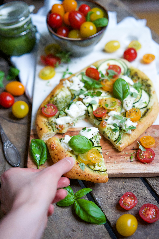Pizza veggie à l'ail des ours et courgettes