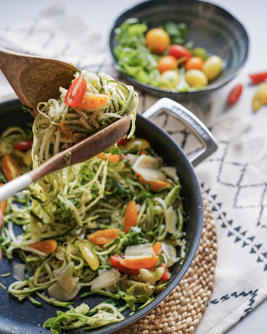 Spaghettis de courgettes au pesto et tomates cerises
