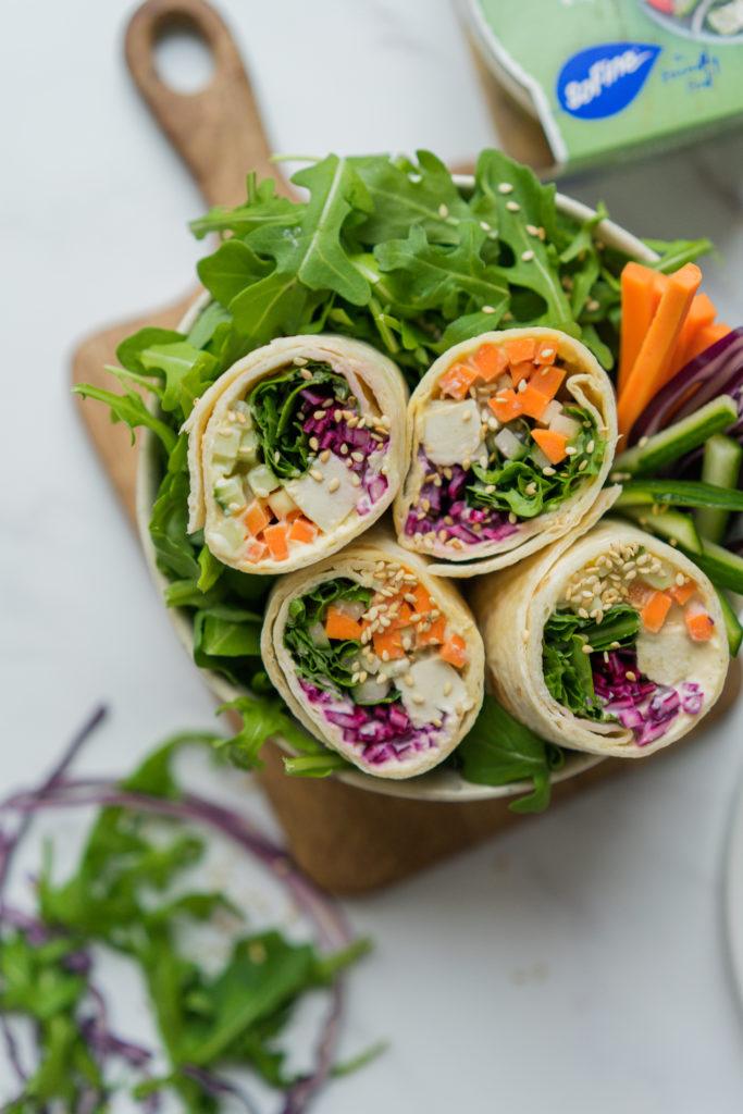 Wraps au tofu mariné et crudités