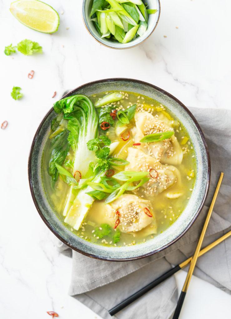 Bouillon au curry et won-ton