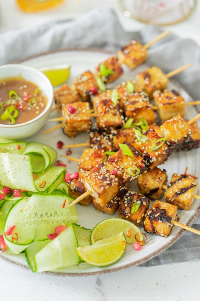 Brochettes de tofu caramélisées