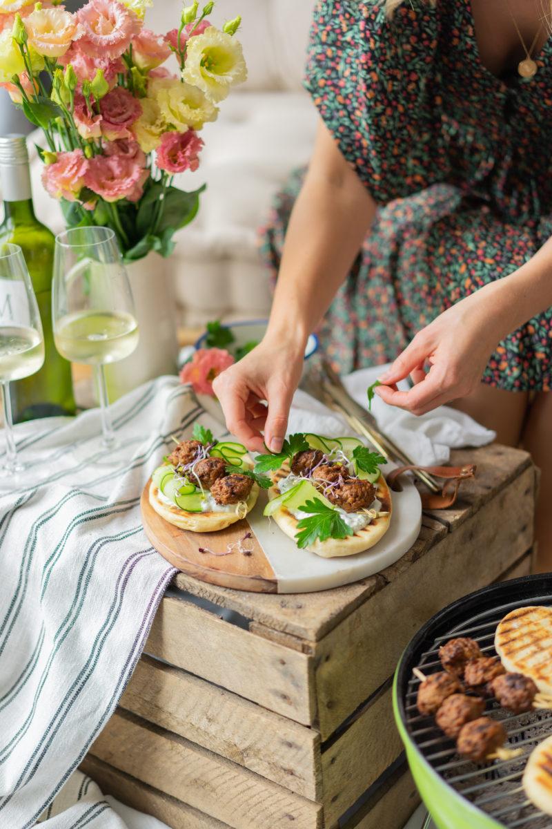Pain naan au BBQ et boulettes veggie