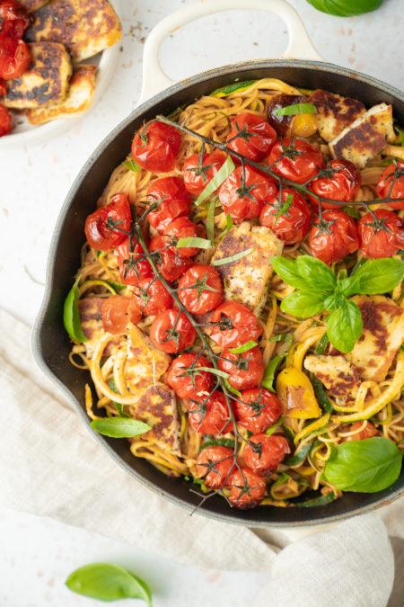Spaghettis de courgettes et haloumi